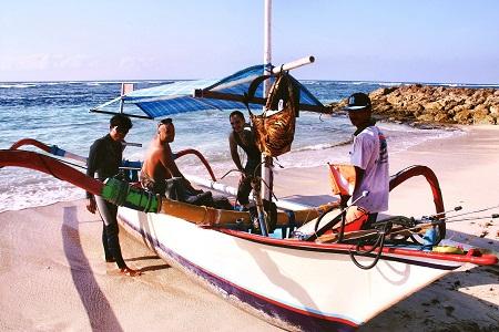 Spearfishing jukung Bali Indonesia