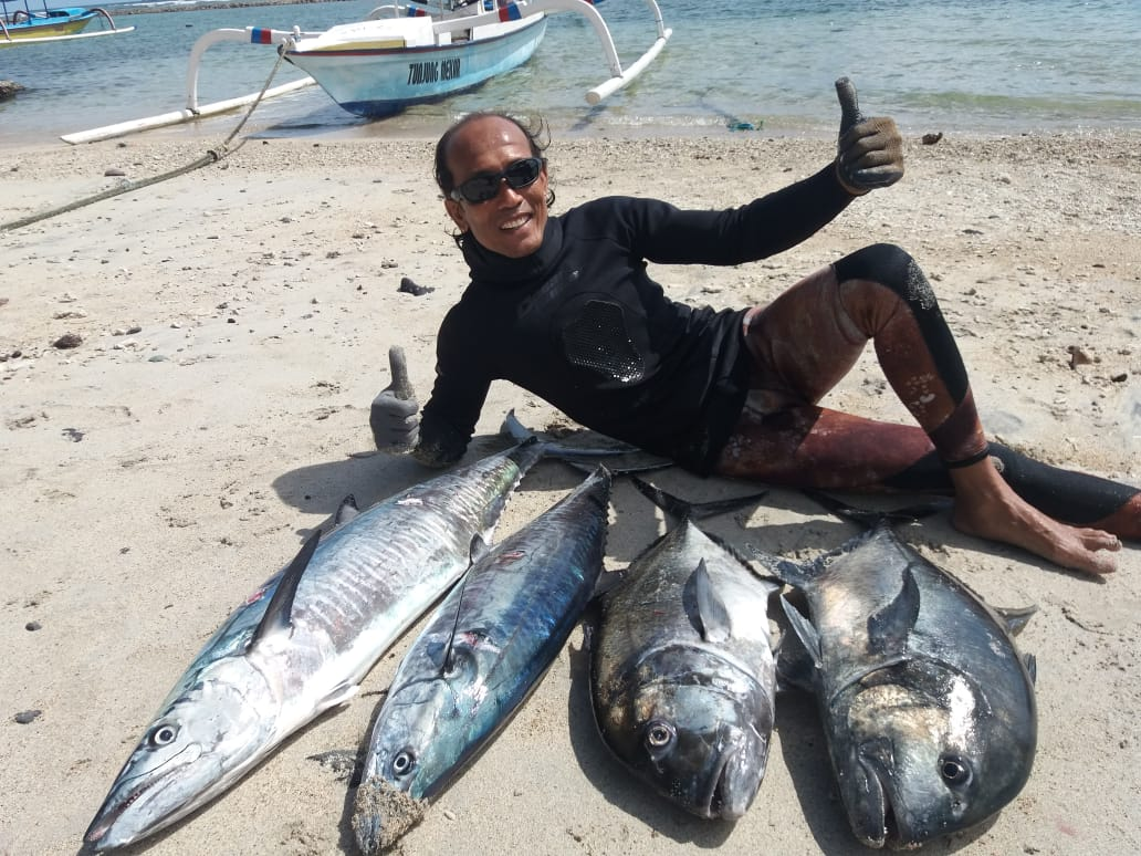 Bali spearfishing Spanish mackerel and giant trevally